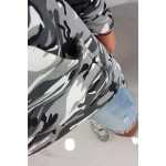 Hanorac asimetric cu imprimeu camuflaj gri
