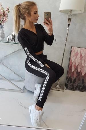 Trening negru cu bluza scurta si banda elastica