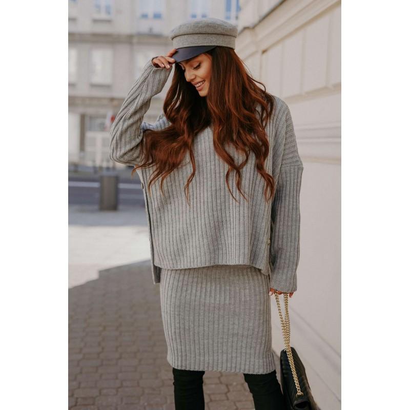 Compleu tricotat cu fusta gri